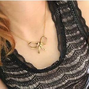 Jewelry - Antique Gold Bow Knot Pendant Necklace